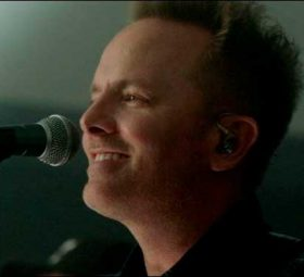 "Chris Tomlin - Концертный альбом ""Holy Roar: Live from Church"""