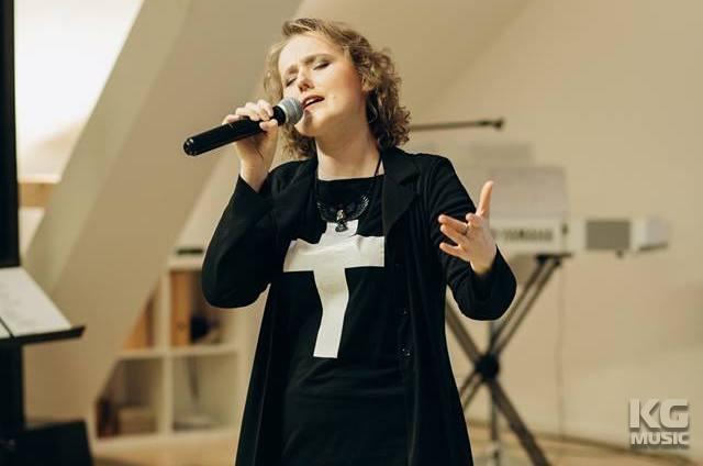 милана певица